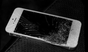 man-hinh-iphone-5-bi-vo