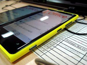 màn hình Lumia 920 bị ám vàng