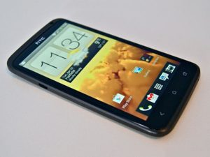 màn hình HTC One X bị ố vàng