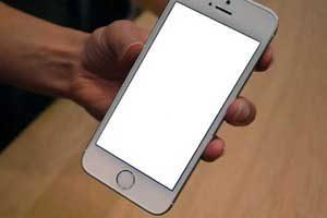 man-hinh-iphone-bi-trang-xoa-1