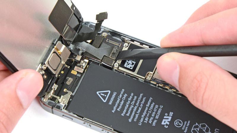 thay-pin-iphone-5-o-dau