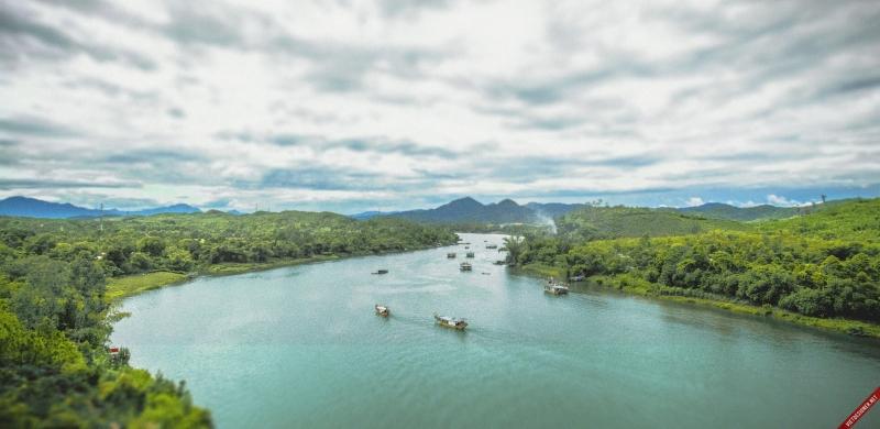 Hình ảnh dòng sông quê hương luôn khắc khoải mãi trong tâm trí em.