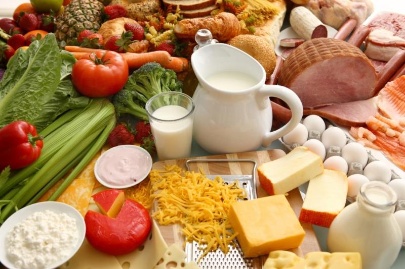 5. Ăn nhiều rau củ, uống nước và có chế độ ăn uống hợp lí.