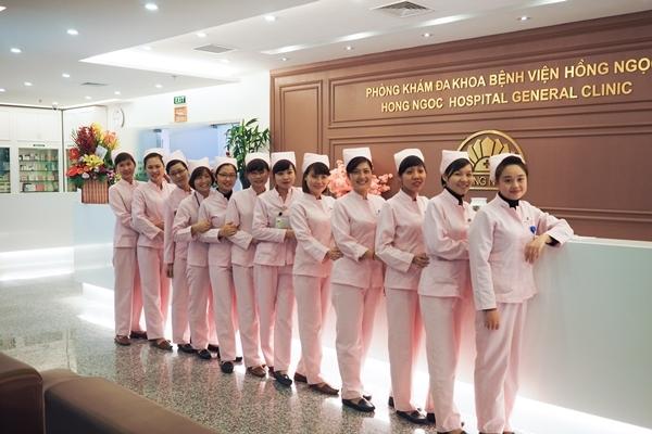 Đội ngũ y tá chăm sóc bệnh nhân