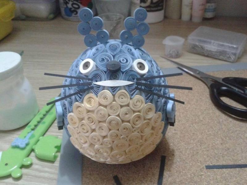 Totoro làm từ giấy màu.