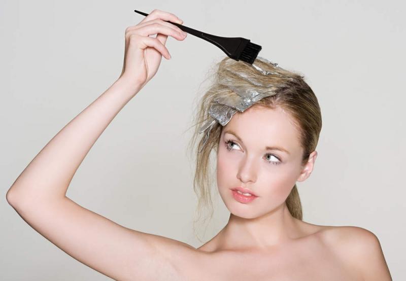 Trong quá trình mang thai bà mẹ không nên nhuộm tóc quá nhiều lần