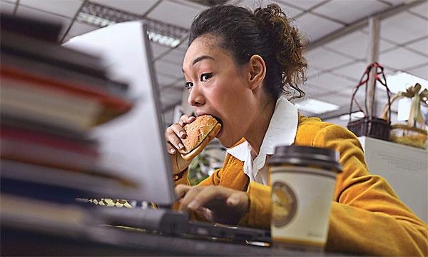 Ăn quá nhanh là thói quen rất xấu với hệ tiêu hóa