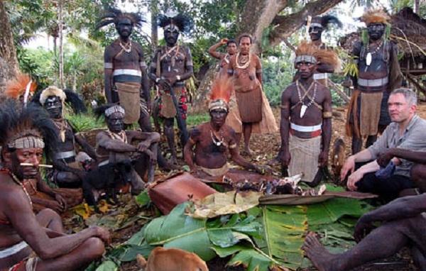 Rợn người với tục ăn tro cốt người chết của bộ tộc Yanomami