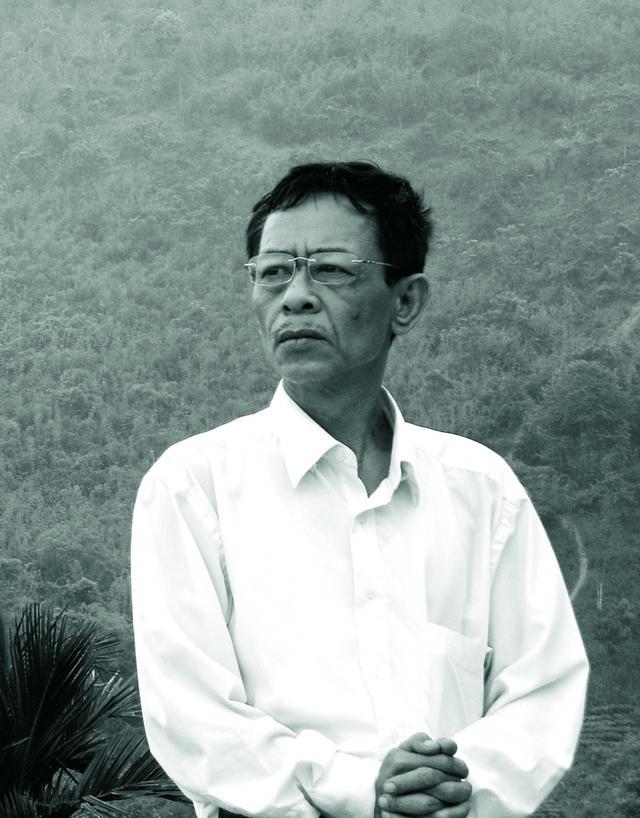 Chân dung nhà thơ Hoàng Nhuận Cầm
