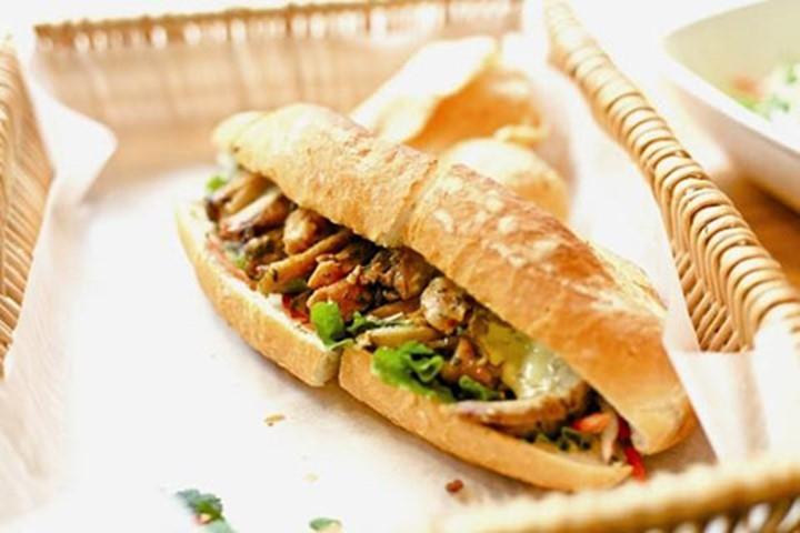 Mỗi chiếc bánh mì thể hiện sự kết hợp nguyên liệu tài tình của người làm nên nó.