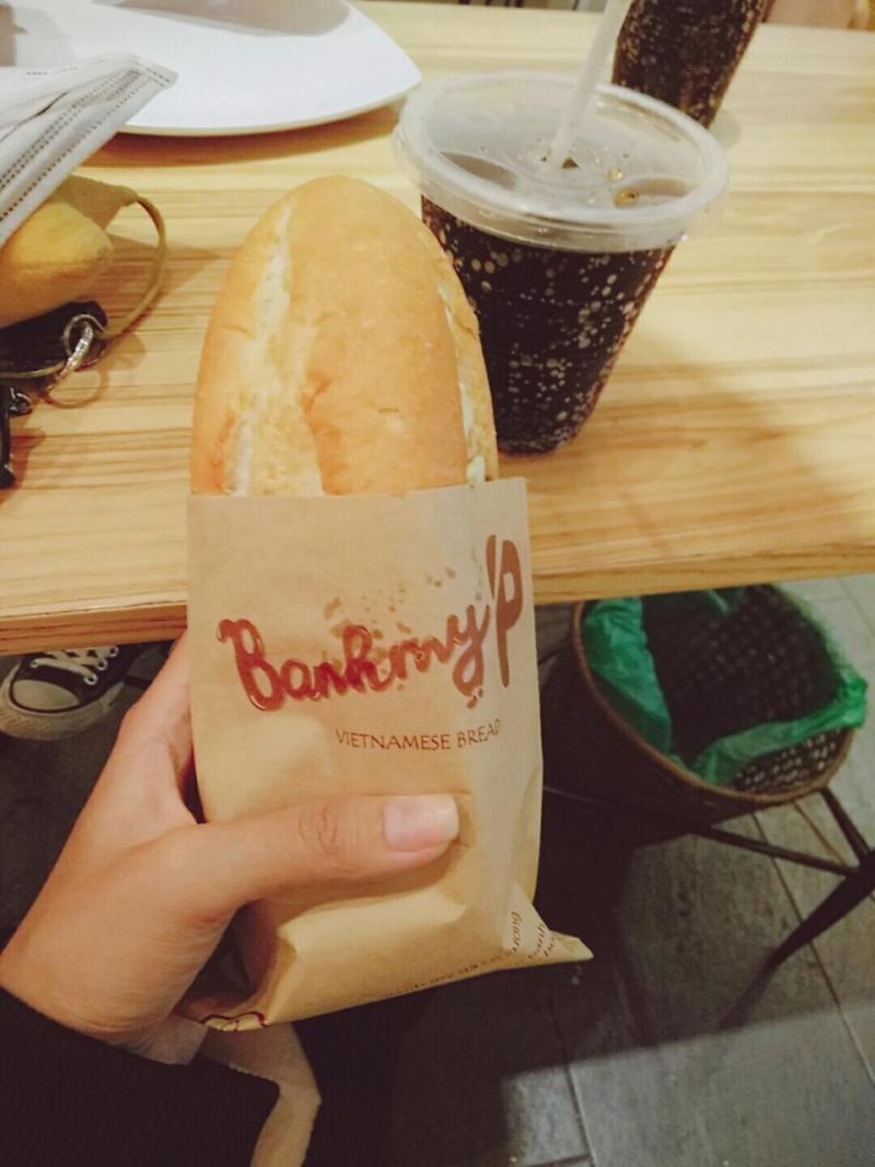 Một ổ bánh mì như vậy nhìn nhỏ nhưng ăn rất no