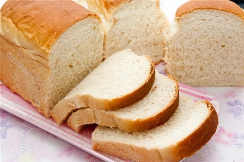 Thay bánh mì trắng sang bánh mì đen vì có chứa nhiều chất xơ hạn chế táo bón