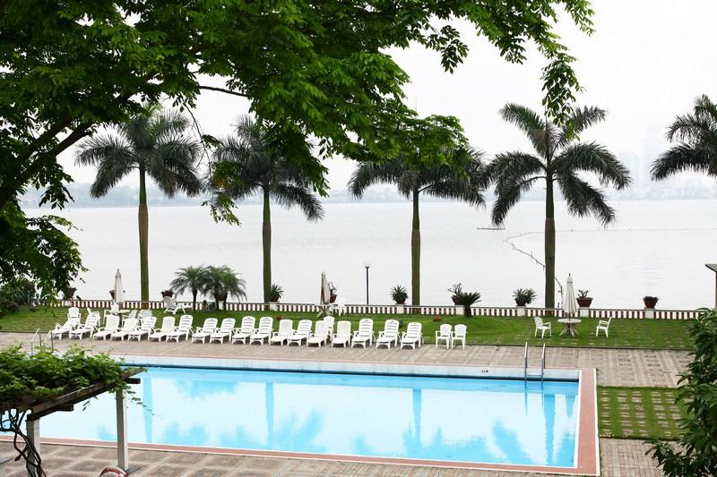 Bể bơi khách sạn Thắng Lợi – Giá vé: 60.000 – 80.000 VND/buổi