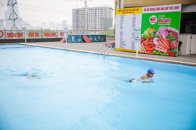 Bể bơi The Light – Giá vé: 25.000 – 40.000 VND/buổi