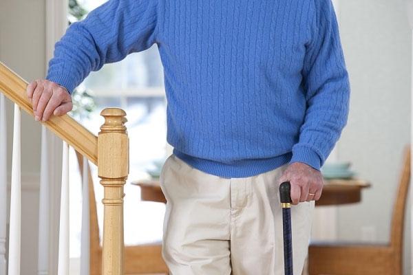 Bệnh hiểm nghèo Parkinson khiến cơ thể co cứng, đi lại khó khăn