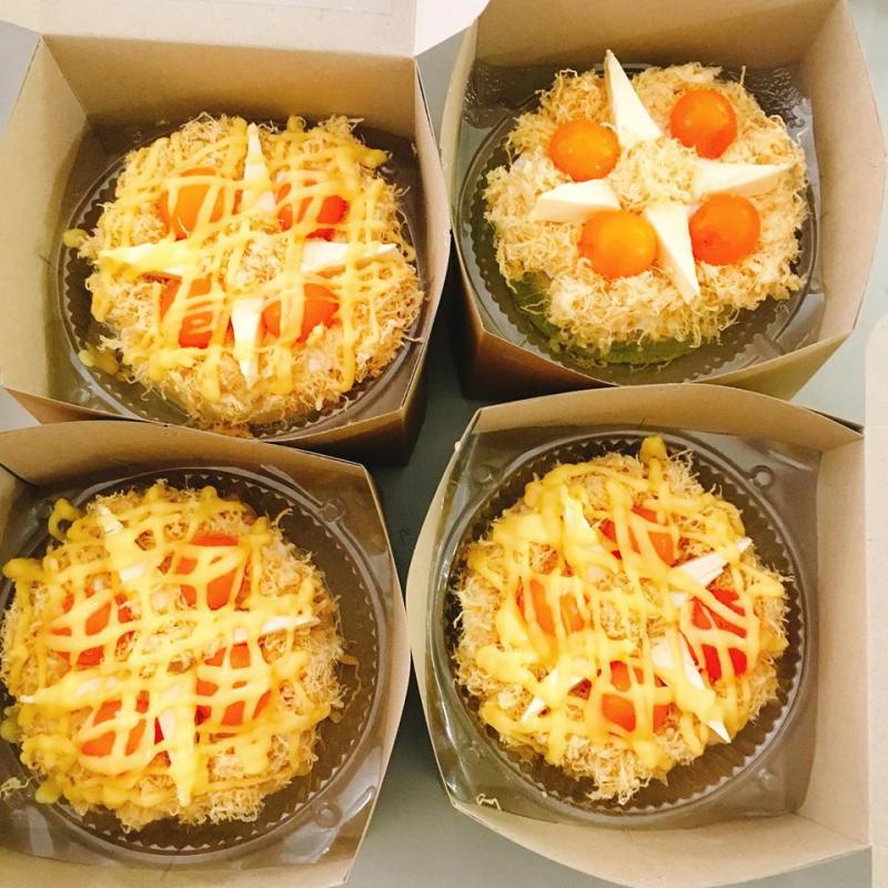 Bên cạnh bánh trà sữa thì Bếp Bánh Anh Hai còn kinh doanh bánh bông lan trứng muối rất thơm ngon