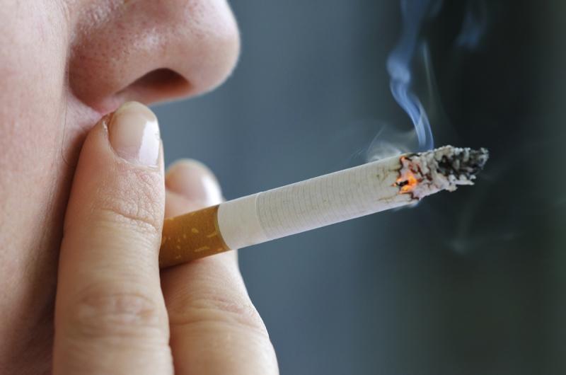 Hút thuốc lá có hại cho sức khỏe bạn và những người xung quanh