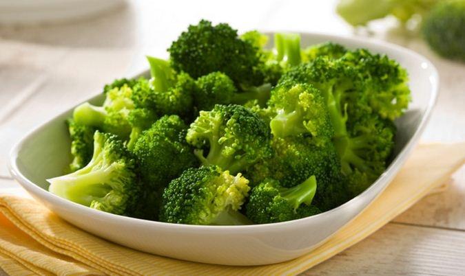 Những phụ nữ trung niên bên cạnh việc ăn bông cải xanh để duy trì nhan sắc, chống lão hóa mà còn rất hữu ích trong việc phòng chống các bệnh về máu và tim mạch.