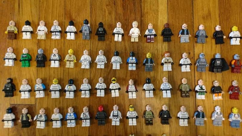 Một số mô hình các nhân vật được bày bán tại cửa hàng