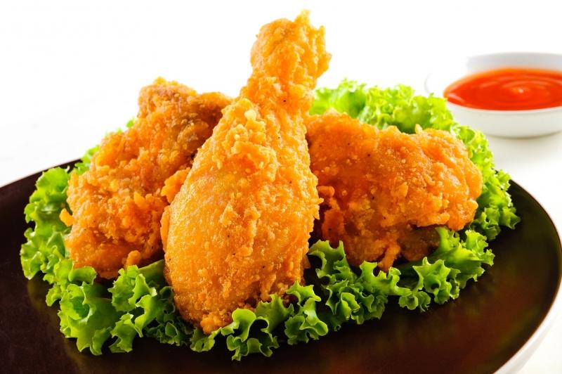 Các loại đồ ăn chiên, rán trong dầu: gà rán, chuối chiên, khoai tây chiên,....