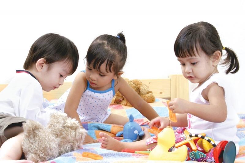 Trẻ vui chơi kích thích học hỏi