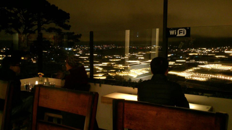 Ban đêm tại Panorama  nhìn thành phố Đà Lạt lung linh ánh đèn