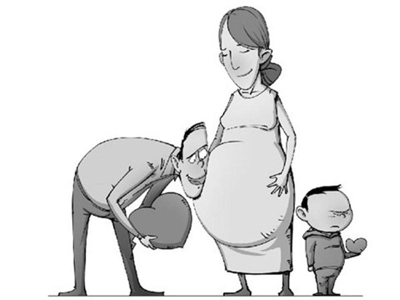 Cảm giác hụt hẫng khi ba mẹ sinh thêm em bé