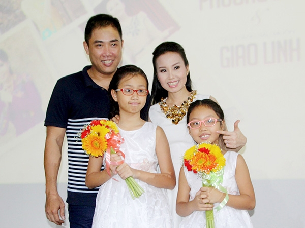 Gia đình nhạc sĩ Minh Vy, ca sĩ Cẩm Ly
