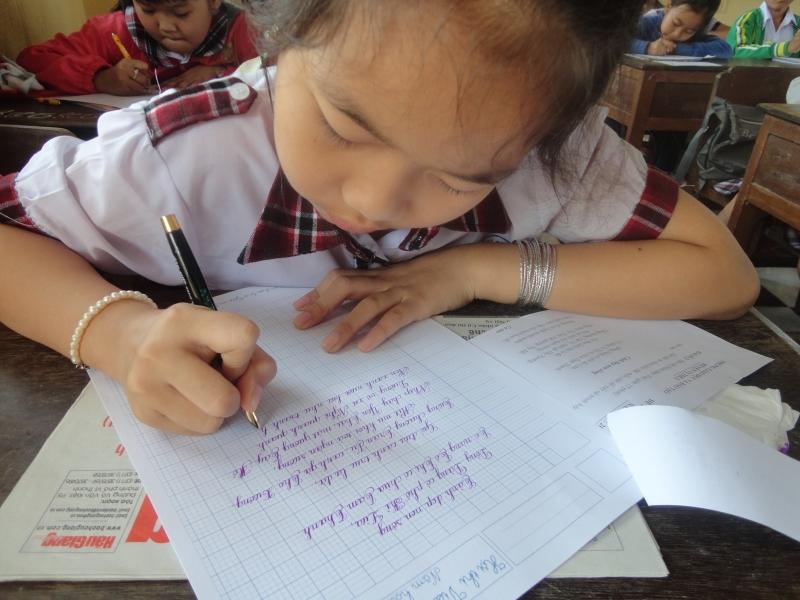 Cây bút rất thuận lợi cho việc ghi bài giảng, làm bài tập và bài kiểm tra của em.