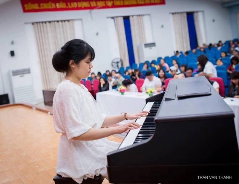 Trong các cuộc thi tài năng thì gái Ngoại Ngữ luôn tỏa sáng và nổi bât