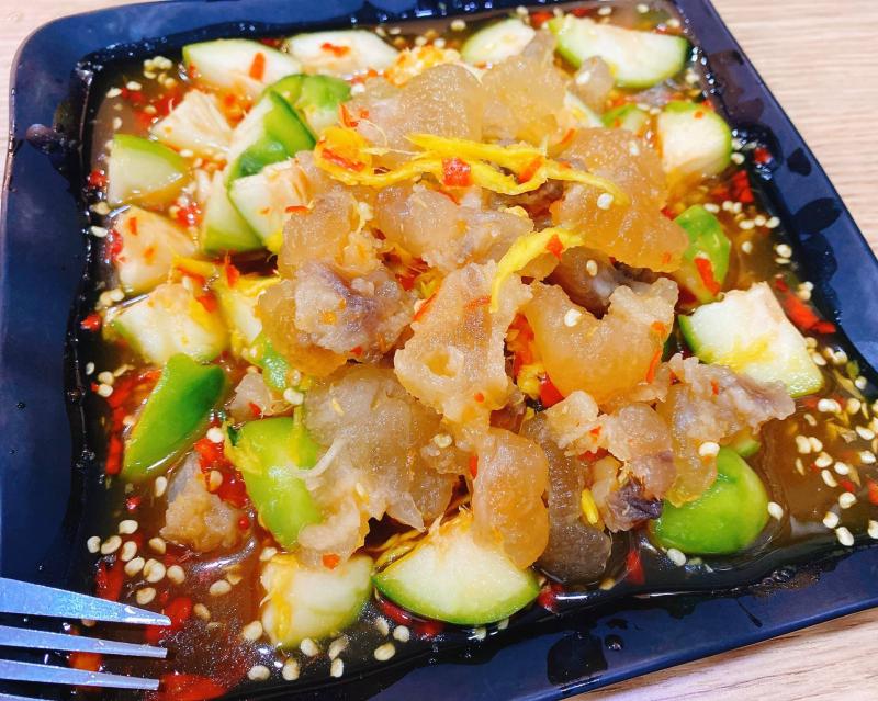 Chân Gà Huyền Trang là quán ăn vặt phong phú với rất nhiều món ăn