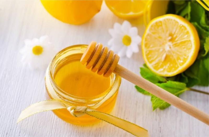 Trị rạn da bằng mật ong và chanh