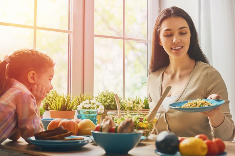 Với món ăn màu sắc sẽ kích thích khẩu vị của trẻ nhỏ.