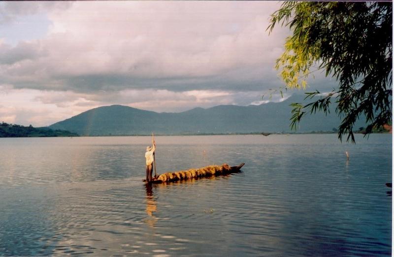Nước hồ Lak trong vắt