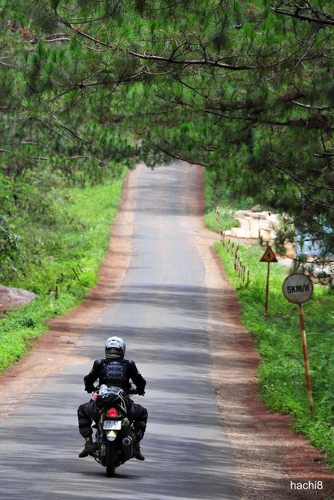 Hãy chọn xe máy và rong ruổi khắp mảnh đất Tây Nguyên sau đó tiến về khám phá Bờ Y