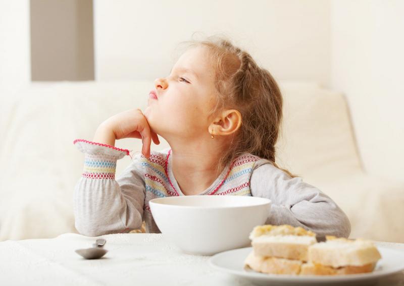 Cho trẻ dùng đồ ăn nhẹ trước bữa chính