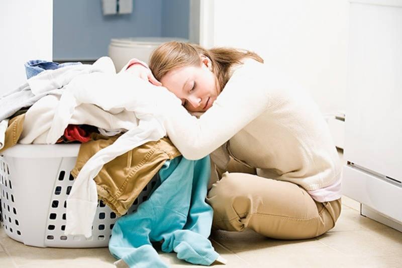 Tránh xa các công việc nặng nhọc ảnh hưởng tới mẹ và bé.