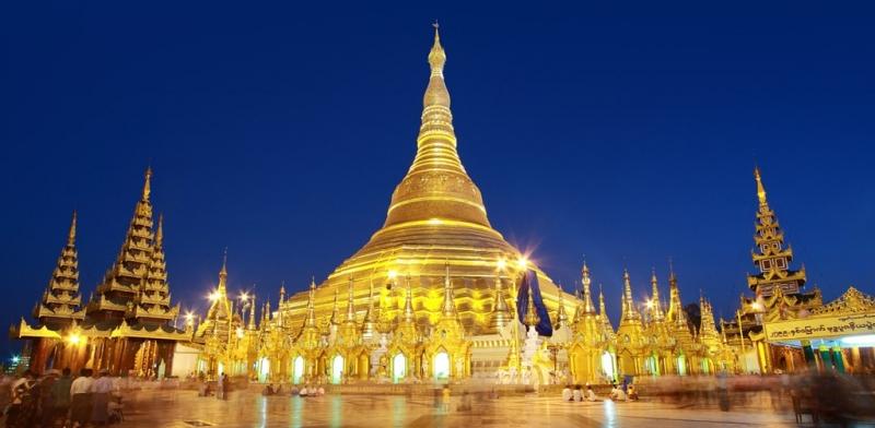 Chùa vàng Swedagon rực rỡ ánh vàng trong đêm