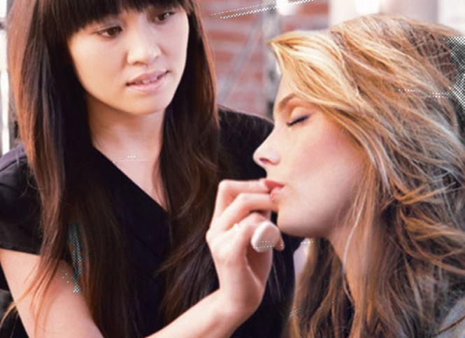 Chuyên viên make-up (trang điểm)