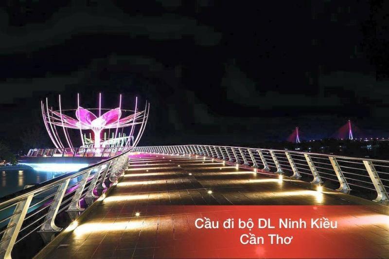 Cầu đi bộ từ bến Ninh Kiều qua cồn Cái Khế
