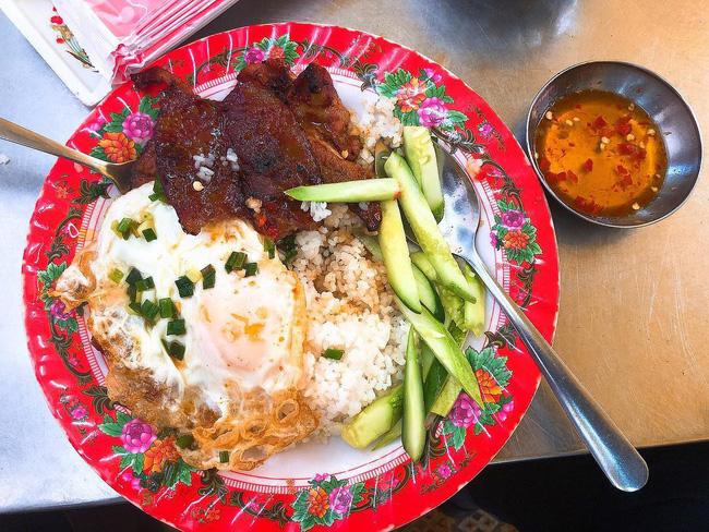 Cơm tấm là món ăn đặc trưng của Sài Gòn