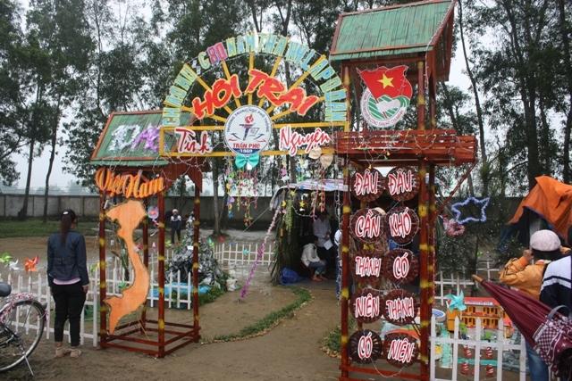 Cổng trại hình bản đồ Việt Nam