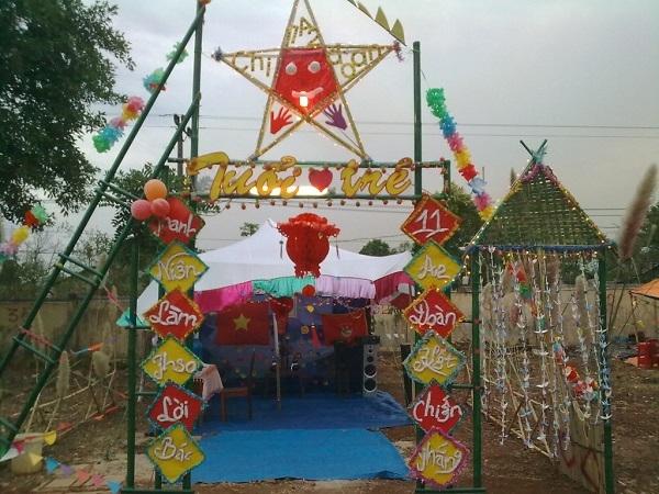 Cổng trại trang trí hình ngôi sao năm cánh