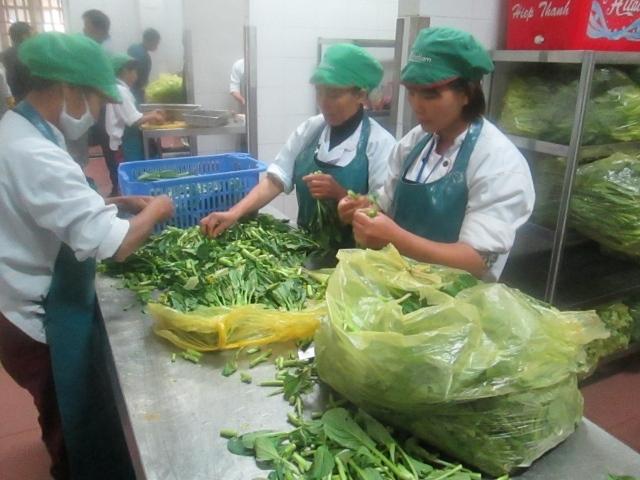 Công ty Nhật Lâm đang chuẩn bị các suất ăn công nghiệp
