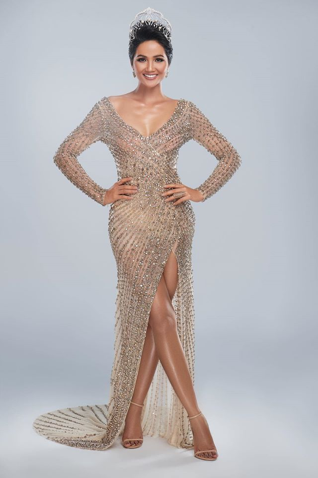 Hoa hậu H'Hen Niê trong trang phục dạ hội thiết kế bởi Linh San