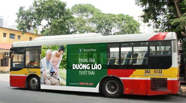 Dịch vụ quảng cáo xe bus tràn kính của công ty