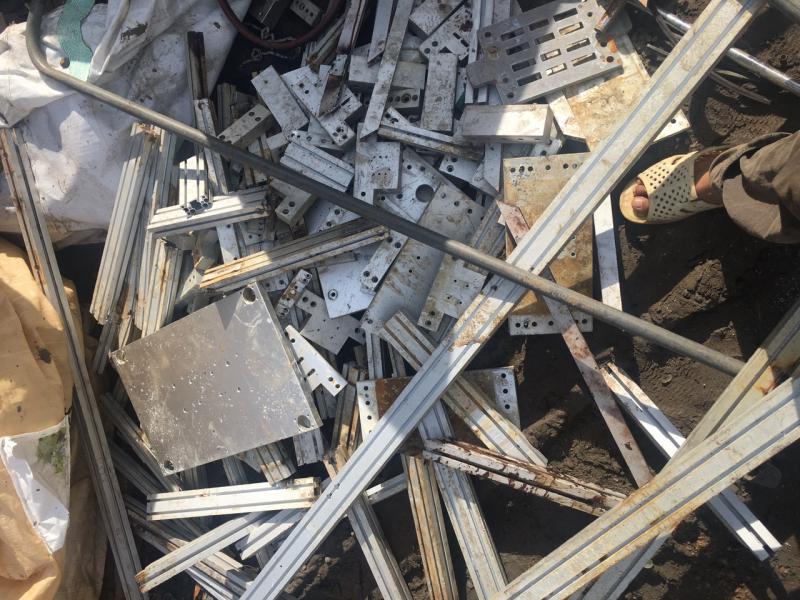 Phế liệu sắt được thu mua tại công trình.
