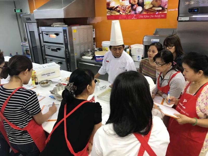 Lớp học làm bánh bông lan trứng muối cuộn phô mai
