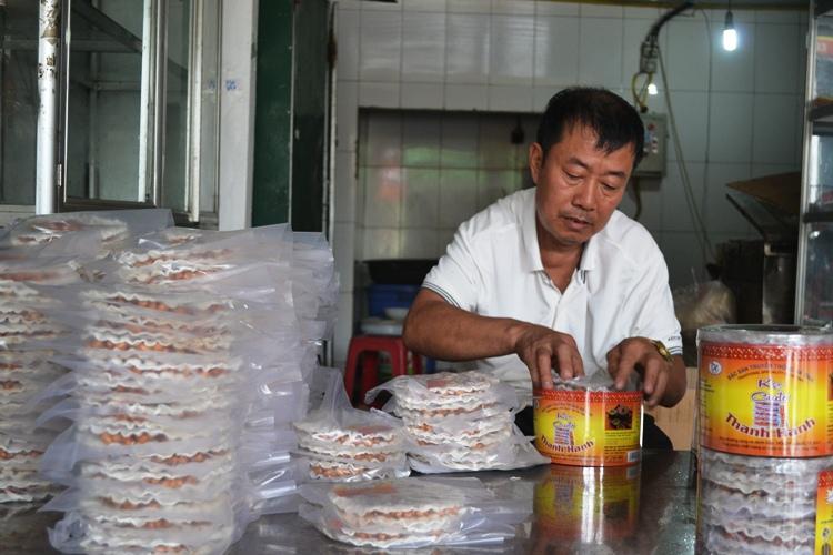 Ông Nguyễn Đặng Thanh - ông chủ cơ sở đã có trên 30 năm gắn bó với nghề
