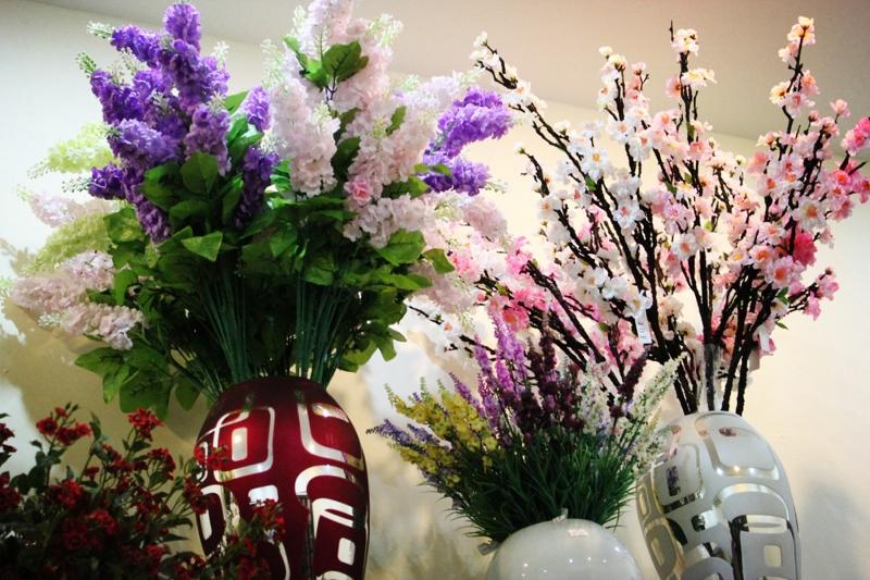 Các mẫu hoa tại cửa hàng hoa giả Nguyễn Thị Khê